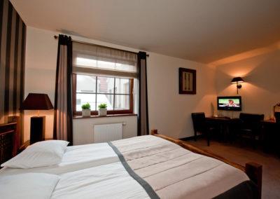 zasłony pokój hotelowy